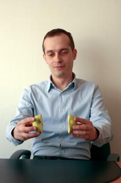 власов и яблоко