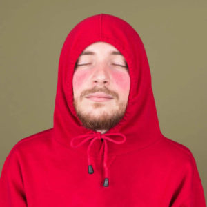 мужчина в красном
