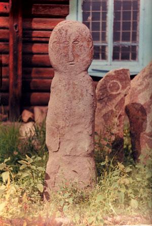 шаманский идол у избушки