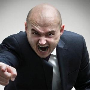 этот человек выражает свое чувство гнева и злости