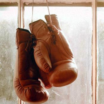 а другие снимают стресс, надев боксерские перчатки