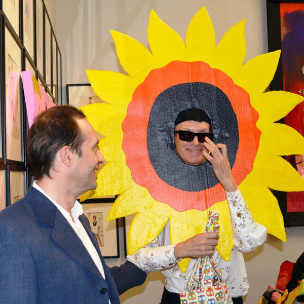 артист в роли солнца, позитивное настроение