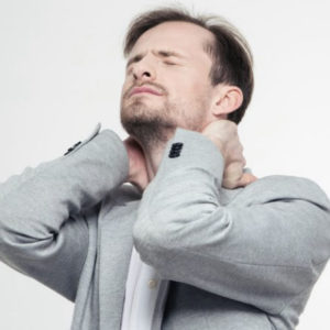 напряжение в шее вызывает боли